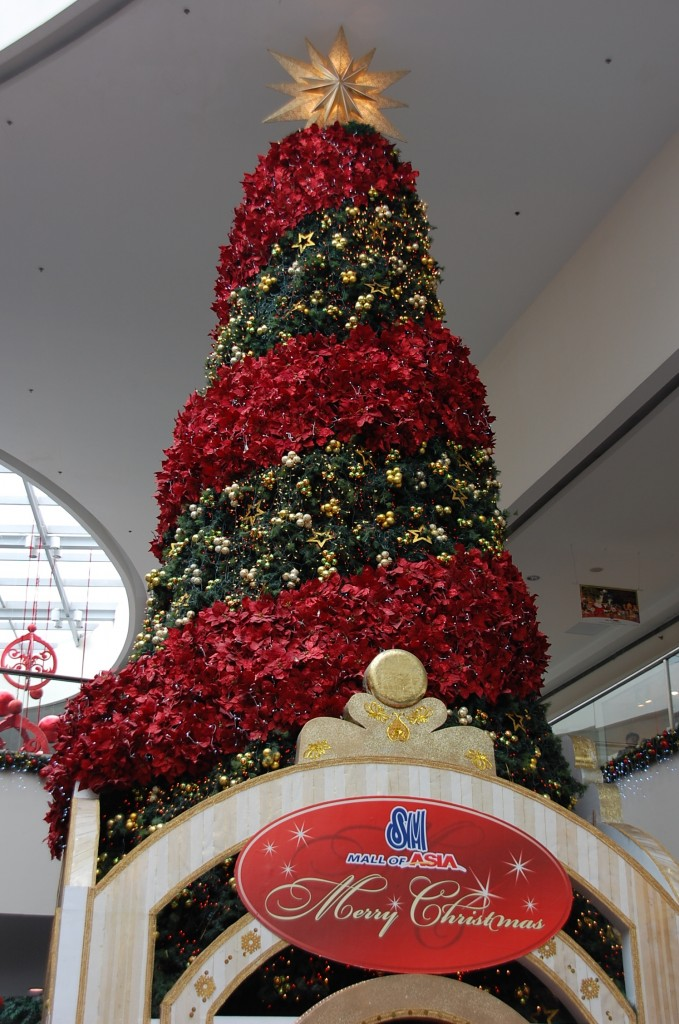 christmas tree at sm mall of asia 2009