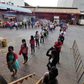 Gaisano Malaybalay and Valencia employees receive free rice