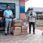 Bukidnon solon Flores distributes transistor radios to support DepEd program